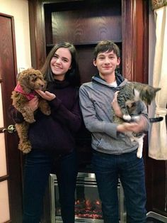 Bailee Madison and Jared Gilmore BTS filming season Once Upon A Time Funny, Once Up A Time, Emilie De Ravin, Once Cast, It Cast, Outlaw Queen, Best Tv Shows, Best Shows Ever, Movies Showing