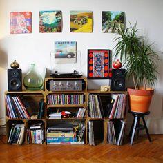 15 отметок «Нравится», 1 комментариев — BOSSO Karen (@kakoungochi) в Instagram: «Ça se remplit petit à petit ..... #vinyl #recordcollection #design #33tours #33t #musicisthewine…»
