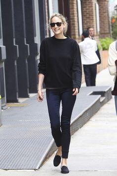 Leelee Sobieski - black sweater, jeans