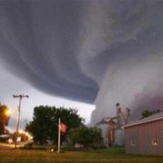 Violent tornado system travels through Oklahoman cities ...