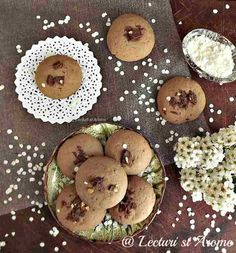 Fursecuri fragede cu cacao si ciocolata - Lecturi si Arome Biscotti, My Recipes, Gem, Muffin, Sweets, Cookies, Breakfast, Food, Crack Crackers
