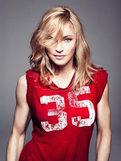 Madonna Measurements are here. Check out Madonna and her body measurements. Divas, Celebrity Diets, Celebrity Gossip, Britney Spears, Sport Food, Madonna Photos, La Madone, Female Singers, Recital
