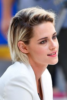 Messy Blonde Balayage Bob - 55 Different Versions of Curly Bob Hairstyle - The Trending Hairstyle Kristen Stewart Short Hair, Kirsten Stewart, Kristen Stewart Hairstyles, Robert Pattinson, Long Bob With Bangs, Sils Maria, Balayage Bob, Corte Y Color, Style Outfits