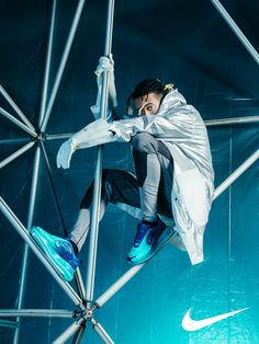 Ghali for Nike – Airmax 720 Campaign Pose Reference Photo, Body Reference, Art Reference Poses, Urban Fashion Photography, Dynamic Poses, The Future Is Now, Body Poses, Star Fashion, Studio Shoot