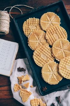 Nothing but Delicious: Classic Anise Pizzelles - homemade pizzelles are my one of favorite kind of cookies! Pizzelle Cookies, Galletas Cookies, No Bake Cookies, Cake Cookies, Pizzelle Maker, Pizzelle Recipe With Anise, Italian Cookies, Italian Desserts, Decorated Cookies
