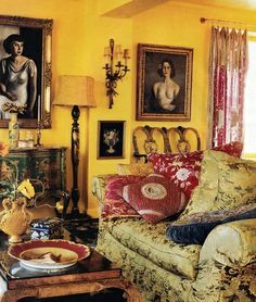 CLICK TO SEE: Betsey Johnsons flamboyant home's. #cheerful #fun #pink