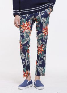 Today's Hot Pick :Tropical Ankle Pants http://fashionstylep.com/SFSELFAA0012055/tlrkeen/out Style with the season by wearing these tropical print ankle pants. Their colorful design makes the pair highly appropriate for the blooming spring season and the bright summer time. With a hidden closure, belt loops. two slant front pockets, and two welt back pockets. For a vacation outfit, wear with a white henley shirt, flip flops, and a sun hat.
