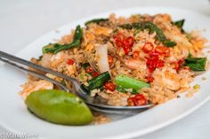 In this recipe, you'll learn how to make authentic, Thai street food style Thai fried rice with shrimp (khao pad goong (ข้าวผัดกุ้ง)!