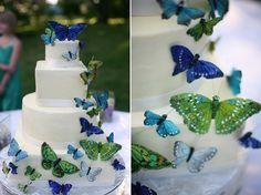Torta de boda decorada con mariposas. #DecoracionBodas #TortasDeBodas