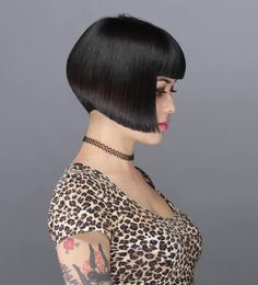 Canapés of long hairstyles Bob; It is, in the first place, among the hair styles that all ladies love very much. Models that can create very different designs with hair colors like sweep and shadow are very cool. Canapés of long bob… Continue Reading → Angled Bob Hairstyles, Try On Hairstyles, Short Bob Haircuts, Trending Hairstyles, Bobbed Haircuts, Angled Bobs, Inverted Bob, Medium Hair Styles, Short Hair Styles