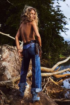 Top model Anna Ewers is styled by Emmanuelle Alt in 'Wild Wild West', lensed by Mikael Jansson for Vogue Paris May Édito Vogue, Vogue Models, Vogue Fashion, Fashion Week, Denim Fashion, Trendy Fashion, Fashion Models, Fashion Trends, China Fashion