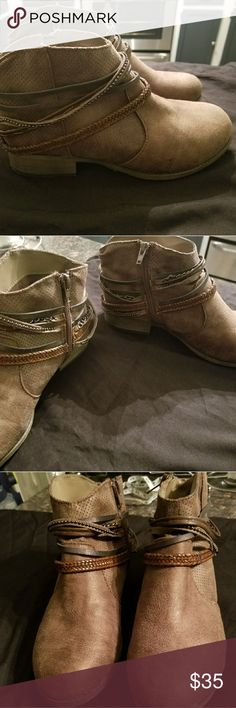 🎉HOST PICK 🥂Jelly pop ankle boots size 8.5 nwot Adorable jelly pop forge taupe leather ankle boots.They go well with skirts, shorts , jeans, leggings ect.. they have never been worn and are size 8.5 .they zip up on the inside so they are super easy to get on and off. The heel is about an inch. Jelly pop Shoes Ankle Boots & Booties