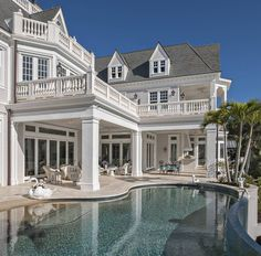 I've noticed I've been posting quite a few home exteriors lately.maybe it's because I'm wanting to change my house facade so bad😂. Future House, My House, Dream Home Design, My Dream Home, Mansion Homes, Villa, Luxury Homes Dream Houses, Dream Homes, Dream House Exterior