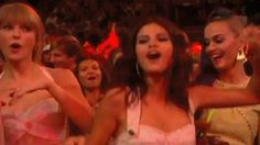 Taylor swift with her besties selena and Katy dancing hard Taylor Swift Dancing, Taylor Swift Now, Selena And Taylor, Taylor Swift Videos, Taylor Swift Pictures, Justin Bieber Selena Gomez, Bad Blood, Marie Gomez, We Are The World