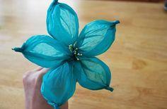 Como fazer uma flor de papel de seda