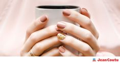 Neutral shades, cool colour combos, metallic accents… this season, nails can be discreet or audacious, but never boring! Here's a look at the trends that are coming this spring. Nail Trends, Color Combos, Beauty Hacks, Spring Summer, Wedding Rings, Skin Care, Nails, Manicure, Finger Nails