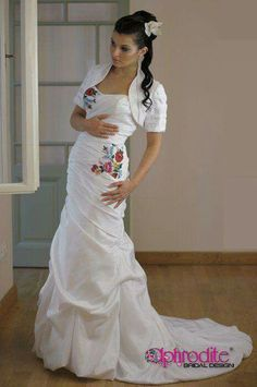 Different style, same motif (Kalocsai) Source: www. Mexican Outfit, Hungarian Embroidery, Western Dresses, Pretty Outfits, Fashion Dresses, Women's Fashion, Beautiful Dresses, Marie, Wedding Gowns