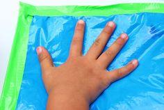Las bolsitas sensoriales son una manera muy divertida para que los niños exploren el mundo sin necesidad de hacer reguero. Estas bolsas contienen objetos escondidos, texturas sorprendentes incluso colores brillantes que harán que los niños se interesen en un juego que despertará su curiosidad. El juego sensorial tiene grandes beneficios en el desarrollo de lo… Lee más»