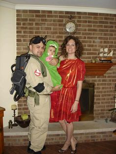 Peter Venkman, Slimer and Zuul (DIY costumes) love this! To bad my hubby is a ass hat and hates every holiday known to man. Id totally do this Halloween Carnival, Halloween 2014, First Halloween, Adult Halloween, Holidays Halloween, Halloween Party, Halloween Ideas, Family Halloween Costumes, Halloween Activities