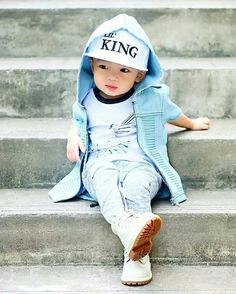 Just chilling away 💙 to one of my fav of Rayden 😍 Happy FriYAY peeps! Toddler Boy Fashion, Toddler Outfits, Baby Boy Outfits, Kids Outfits, Fashion Kids, Fashion Clothes, Cute Kids Pics, Cute Toddlers, Cute Baby Pictures