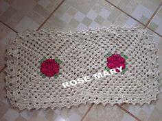 TRICÔ À MÁQUINA ROSE MARY  + CROCHET: TAPETINHO DE SQUARES COM FLOR