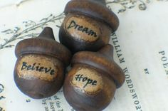 Dishfunctional Designs: Acorn Crafts & Home Décor. Found on dishfunctionaldesigns.blogspot.com