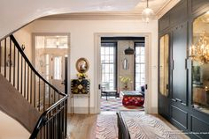 A spacious six-story townhouse designed for family living features bright and airy interiors, sited in the desirable New York location of Greenwich Village. New York Townhouse, Townhouse Interior, Townhouse Designs, New York City Apartment, Georgian Townhouse, Greenwich Village, Apartments For Sale, Luxury Apartments, City Apartments