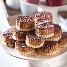 ... Shortbread crust, caramel-coconut-pecan layer, chocolate drizzle. Yum