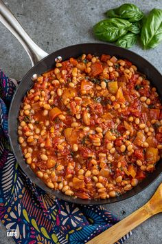 Mediterranean Tomatoes and White Beans - delicious rich tomatoes with peppers and white beans make this a perfect side or main. Yummy Pasta Recipes, Sauce Recipes, Veggie Recipes, Cooking Recipes, Slimming World Vegetarian Recipes, Weight Watchers Diet, Slimming Eats, Rabbit Food, Dairy Free Recipes