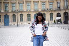 Collection Printemps/Eté 2016- veste imprimée portée par la blogueuse Leslie du Blog Mama's Paris veste : http://www.balsamik.fr/blazer-imprime-imprime-bleu-orange.htm?ProductId=001010557&FiltreCouleur=6406&t=3