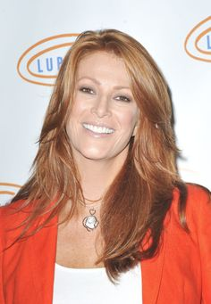 Angie Everhart to Have Surgery for Thyroid Cancer