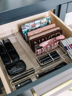 Make-up Organisation How I set up my make-up drawers - Andee Layne Makeup Drawer Organization, Organisation Hacks, Bathroom Organisation, Room Organization, Bathroom Storage, Makeup Storage Drawers, Hair Product Organization, Travel Organization, Rangement Makeup