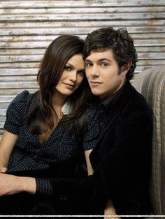 seth and summer from the o.c! One of the cutest couples...I wish they were still together in real life :/