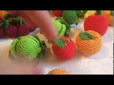 В этом видео я покажу как из шариков крючком разного диаметра и высоты связать различные фрукты и овощи крючком. Как связать шарик крючком, смотрите по ссылк...