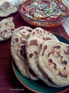 Naan integrali - pane fatto in padella. Adoro il pane fatto in casa e questo delizioso pane indiano non fa eccezione.