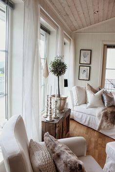Lindevegen: Nye gardiner på plass:)