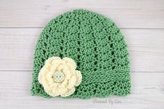 #Crochet cloche hat with flower free pattern from Charmed by Ewe
