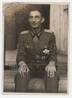 General der Gebirgstruppe Eduard Dietl. German Soldiers Ww2, German Army, Field Marshal, The Third Reich, Military History, Crosses, Knights, World War, Wwii