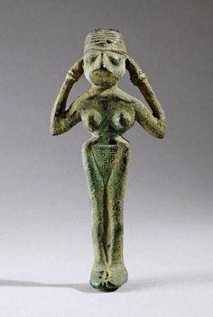 Elamite Bronze Statuette Of A Female Deity 2500-1900 BC, Barakat gallery. Iran تندیس برنزی زن نیایشگر عیلامی،۲۵۰۰-۱۹۰۰ پیش از میلاد، گالری برکات / موزه مجازى هنر ايران در فيسبوک