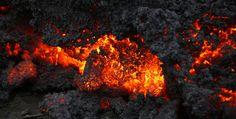 Photos:Icelandic volcano erupts (viayahoonewsphotos)