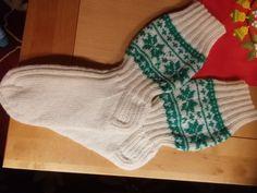 Joulusukat Drops ohjeella Christmas Stockings, Holiday Decor, Home Decor, Needlepoint Christmas Stockings, Decoration Home, Room Decor, Christmas Leggings, Home Interior Design, Home Decoration