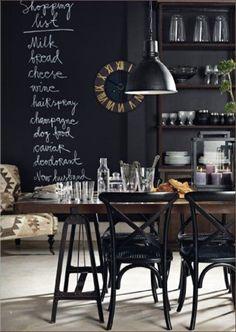 Mit Tafelfarbe können einzelne Räume und Gegenstände im Nu in ein Gesamtkunstwerk verwandelt werden. Lass dich von unseren kreativen Beispielen inspirieren und greif selbst zu Farbe und Kreide. Mit einer Schicht Magnetfarbe wird die Wand gleichzeitig zur Pinnwand.