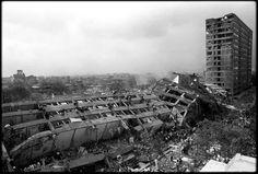 hospital general mexico 1985            La mañana del 19 de septiembre de 1985, la Ciudad de México despertó con un terremoto que devastó el corazón de la capital. Uno de los edificios emblemáticos, el Hospital General de México sufrió el derrumbe de las unidades de ginecología y la residencia de médicos. Este hecho provocó la muerte de 295 personas.f