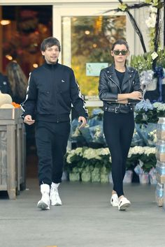 #Hollywood Eleanor Calder and Louis Tomlinson - Leaving Bristol Farms Supermarket in West Hollywood – 04/10/2017 | Celebrity Uncensored! Read more: http://celxxx.com/2017/04/eleanor-calder-and-louis-tomlinson-leaving-bristol-farms-supermarket-in-west-hollywood-04102017/