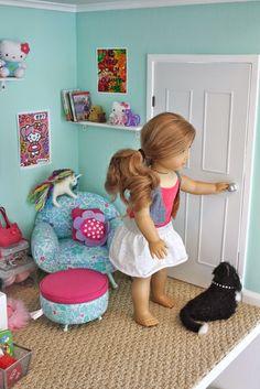 American Girl Dolls : I wish I had a cool American girl room American Girl Doll Room, Ropa American Girl, American Girl House, American Girl Furniture, American Girl Crafts, American Girl Clothes, Girl Doll Clothes, American Dolls, American Girl Dollhouse