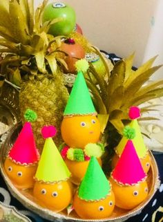 Ideas Flowers Bouquet Gift Decoration For 2019 Thali Decoration Ideas, Fruit Decorations, Basket Decoration, Festival Decorations, Wedding Gift Wrapping, Wedding Gifts, Coconut Decoration, Desi Wedding Decor, Engagement Decorations