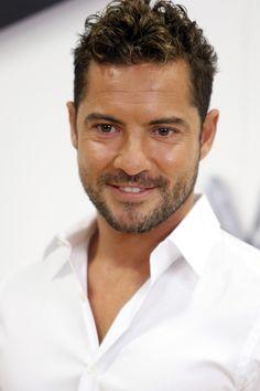 """David Bisbal ist eine singer  von Andalusien """"Almería"""". Er war der Jury von der programm """"La Voz""""."""