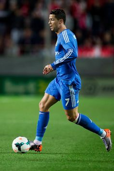 Cristiano Ronaldo controls the ball during the La Liga match between Sevilla FC and Real Madrid CF at Estadio Ramón Sánchez Pizjuán on March 26, 2014 in Seville, Spain.
