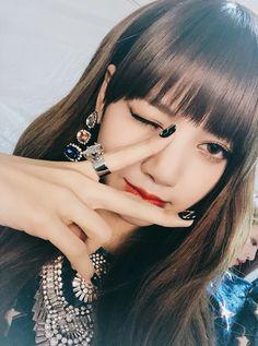 Blackpink Lisa — look @ that smile doe Kpop Girl Groups, Korean Girl Groups, Kpop Girls, Kim Jennie, Rapper, Lisa Black Pink, Lisa Blackpink Wallpaper, Pre Debut, Girl Celebrities