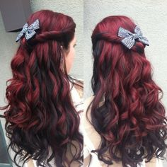 Do you want to own the funky hair, and let me tell you the RED HAIR is the most popular colorful hair in There are 10 reason to make you choose the red hair. if you have a long and red hair with bowknot ,it must own a cute hairstyle quicly. Grey Balayage, Red Ombre Hair, Hair Color And Cut, 2 Tone Hair Color, Hair Dos, Gorgeous Hair, Hair Designs, Pretty Hairstyles, Hair Colors